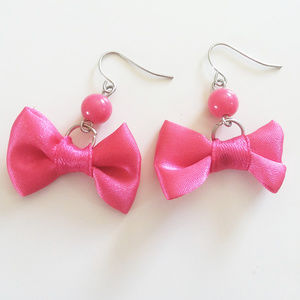 Hot Topic Bow Earrings